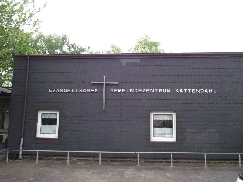 Ev. Kirchengemeinde, Kreuz/Schriftzug, Kattendahlhang 14
