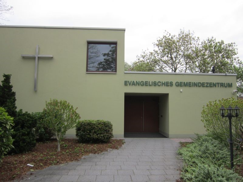 Kreuz des Ev. Gemeindezentrums , Quellstr. 26